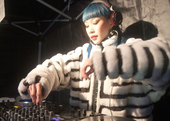 DJ出演: MADEMOISELLE YULIA