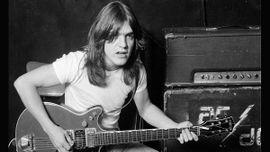 AC/DCのギタリスト、マルコム・ヤングが64歳で逝去