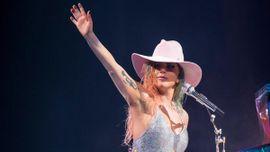 レディー・ガガ、「The Cure」のライブパフォーマンスをAMAで初披露