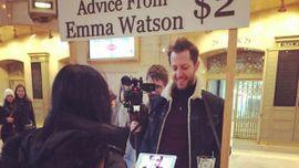 エマ・ ワトソン、ニューヨークの駅前で人々にアドバイス