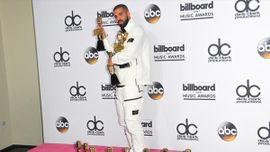 13冠受賞のドレイク、「Billboard Music Awards」で感激のスピーチ