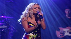 リタ・オラ、最新シングルがイギリスで通算12枚目のトップ10ヒットに!
